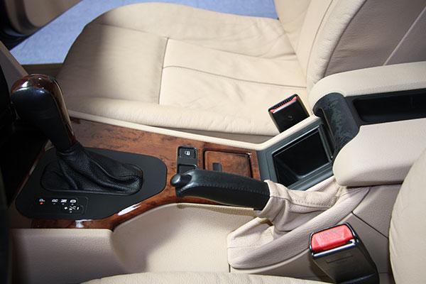 Limpiar tapicer a coche madrid aqu artdecar - Limpiar el interior del coche ...